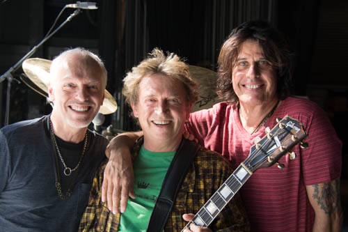 Andy Summers with Peter Frampton and  Dean DeLeo  at the Greek Theatre